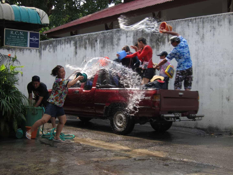 Songkran: Wie man Neujahr bei 38 Grad feiert